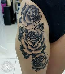 татуировка на бедре у девушки розы фото рисунки эскизы