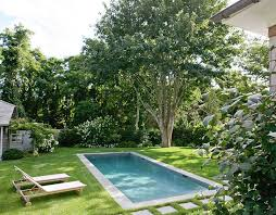 ... A modest pool design for the small yard [Design: Wettling Architects]