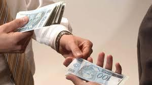 Resultado de imagem para recebendo dinheiro no caixa fotos