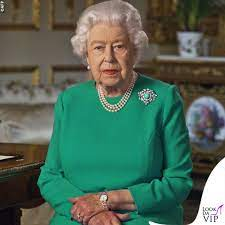 I messaggi nascosti dietro al tubino verde della regina Elisabetta