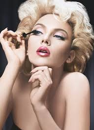 scarlett johansson applying her makeup they always pare her to marilyn