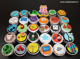 30 Customized Designer Fondant Cupcakes With Husbands Favourite