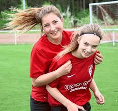 Fussball: Alicia Roller überzeugt mit Dreierpack - Fußball ...