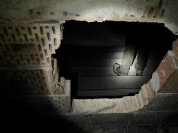 Výsledek obrázku pro přepychový rozbouraný záchod