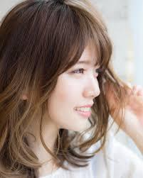 小顔に見える顔周りの触覚の作り方は前髪と横の髪の毛の幅のバランスも