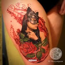 фото татуировки девушка кошка в стиле реализм татуировки на бедре