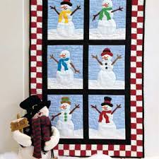 Easy curved piecing creates drifts of snow in this cute snowmen ... & Easy curved piecing creates drifts of snow in this cute snowmen  wall-hanging quilt that Adamdwight.com