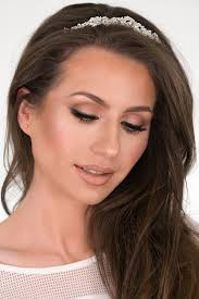 in today s video i m going to show you how to recreate one of my signature bridal makeup looks that i frequently do on my clients this is a very