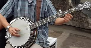 Beberapa contoh alat musik ini misalnya drum, marakas, simbol, tamborin, timpani, triangle, konga, timpani, kastanyet, rebana. Apa Itu Alat Musik Banjo Pengertian Dan Cara Mainnya Belajar Musik