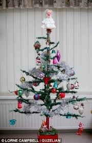 Greatgrandfather Puts Up Same Christmas Tree For 84th Time Which Worst Christmas Tree