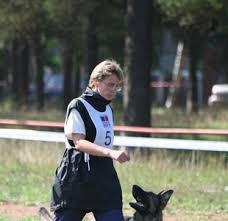 Obedience Foto Mikádo Zezadu