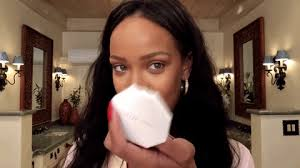 after rihanna finished the base of her makeup she began focusing on the eyes and boom wot is dis
