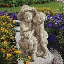 romantic kiss garden statue