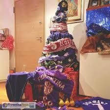 Fiorentinanews.com - Vi auguriamo Buon Natale con questo albero molto  particolare, fatto dal nostro lettore Francesco Di Cicco. Tanto viola e...  🍐🍐🍐😂💜 #Fiorentina #calcio #seriea #firenze #viola #questaèfirenze # Fiorentinanews #forzaviola ...