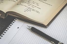 best topics to write essay marathi