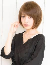 小顔と華奢に見えるショートヘアak 61 ヘアカタログ髪型ヘア