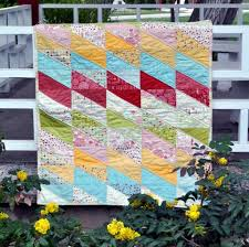 10 Easy Baby Quilt Patterns That Stitch Up Quick & Sawtooth Baby Quilt Pattern Adamdwight.com