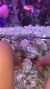 Red Baddie Wallpaper Money - Baddie ...