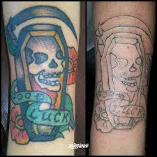 фото татуировки смерть и гробик в стиле олд скул цветная