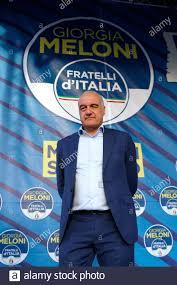 Der Kandidat des Bürgermeisters von Rom für den rechten Flügel Enrico  Michetti auf der Bühne des Treffens der rechten Partei Fratelli d'Italia  mit dem Titel