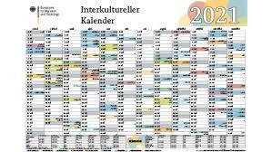 Wie jedes jahr bieten wir ihnen an dieser stelle an, unsere ferienkalender 2021 zum ausdrucken mit ferien, kostenlos herunterzuladen.dabei können sie gemäß ihren ansprüchen eine darstellung als jahreskalender, als halbjahreskalender, als quartalskalender oder als monatskalender wählen. Bamf Bundesamt Fur Migration Und Fluchtlinge Infothek Interkultureller Kalender 2021 Din A1