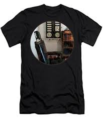 Optometrist Eye Doctors Office With Eye Chart Mens T Shirt Athletic Fit