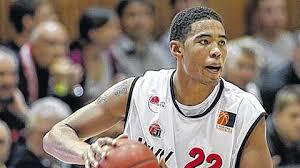 Auch Ivan Elliott bleibt bei den Baskets