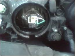 headlight bulb retaining clip on 05 spectra kia forum click image for larger version kia spectra 05 headlight jpg views 10038