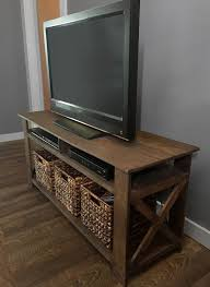 Build your own pallet tv stand! The plans include a material cut list, a