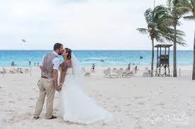 cancun wedding photographer wedding portrait riu cancun mexico luxury beach destination wedding photography bride and groom photo session seaside