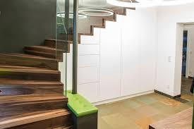 Der kaplan klapp plant ein klappbares pappplakat. Stauraum Unter Treppen Clever Nutzen Schachreiter Treppenmanufaktur E U Made Im Hausruck
