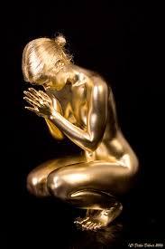 gold metallic live statue prayer from livingstatues