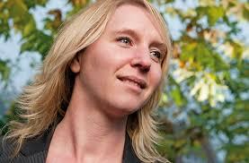 Al op jonge leeftijd besluit Hanneke van den Heuvel haar creativiteit de vrije loop te laten. Het brengt haar uiteindelijk bij 'pure identity'. - pag_33_imaginid_edit