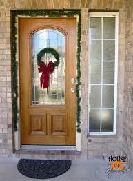 how to hang garland around front door2 outdoor Holiday wreaths tutorial