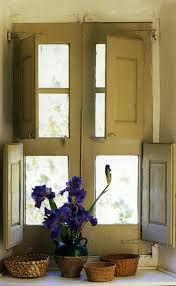 Die Fensterläden Die Romantische Bekleidung Der Fenster Archzinenet