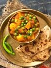 aloo matar ki sabzi   potato n peas curry
