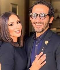 بالفيديو - منى زكي تهدد أحمد حلمي بسكين وهو يُعلق