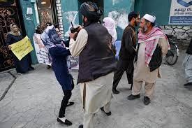 """طالبان"""" تفرق تجمعا نسائيا في كابول بالقوة"""