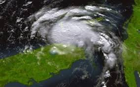 Officials initially believed new orleans was spared as most of the storm's worst initial just south of the city, the powerful mississippi river flows into the gulf of mexico. Hurricane Katrina Lands In Us Florida Killing 2