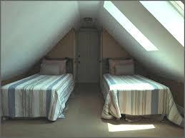 Schlafzimmer Mit Dachschrge Gestalten Wohnideen Bett Unter