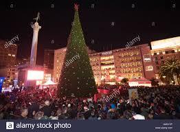 Sf Union Square Tree Lighting Crowd Watch The Macys Christmas Tree Lighting Ceremony At