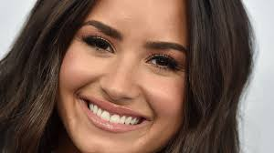15 celebrities you didn t know have freckles