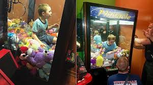 Kid Stuck In Vending Machine Unique Florida Boy Gets Trapped Inside Arcade Claw Machine Fox News