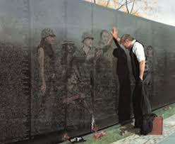 com reflections by lee teter fine art print vietnam war wall memorial overall size 30x23 image size 26x19 posters prints