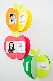 wele the kids back to with this adorable 3d paper apple book kids will love flipping through the pages their first day of to see photos