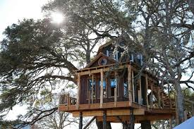 Treehouse Masters created this Western-themed rustic beauty amid towering  oaks in the