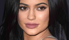 kylie jenner like lips using makeup