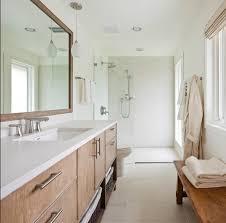 10 idee per arredare un bagno lungo e stretto idee