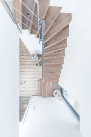 Viertelgewendelte treppen krümmen sich entweder am antritt oder am austritt leicht in eine richtung. Viertelgewendelte Treppen Aus Stahl Und Holz Stadler Treppen