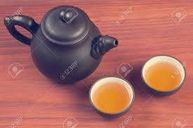 Ton Tee Glasiert Und Gebrühten Mit Zwei Pu Erh Teeschalen